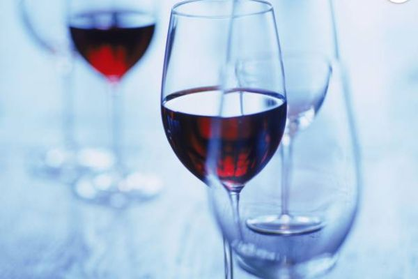 Drinking daily a glass of wine increases risk of breast cancer