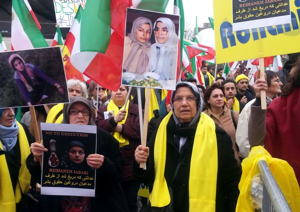 Thousands demonstrate against Rouhani in Paris
