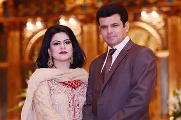 ALEEM DAR WITH HIS WIFE