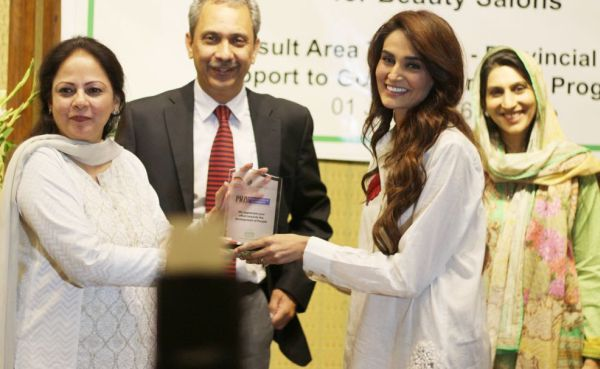 Mehreen Syed presented the 'Gateway to Development' award by the Punjab Revenue Authority.