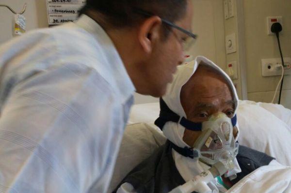 Hanif Mohammad on ventilator