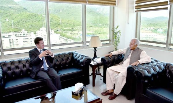 Federal Minister Ghulam Sarwar meets British High Commissioner