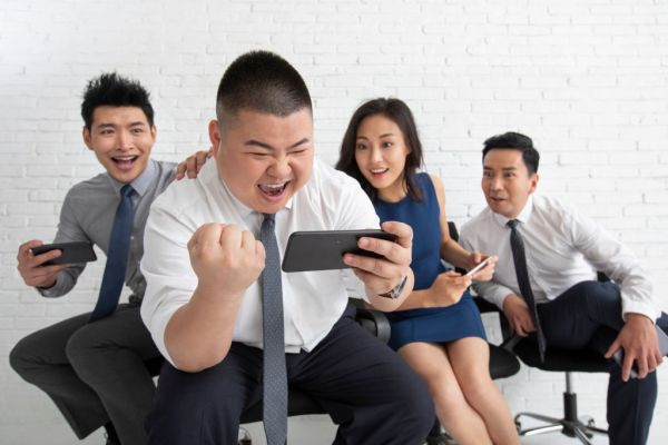 Chinese business people using smartphone
