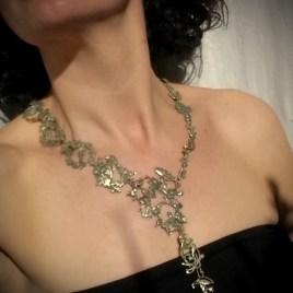 Collar Cabiria en modelo