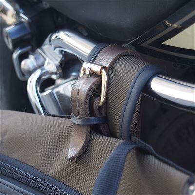 バイク用のバッグに付属していたストラップが使いにくいので作った。