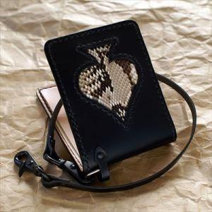 私は財布やキーケースなどの革小物を作りたい!と思ってレザークラフトを始めました。
