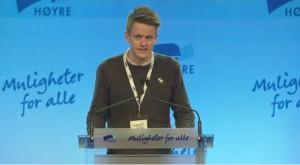 Jonas P. Ludvigsen med et godt innlegg på landsmøtet, selv om han er uenig med Liberaleren. (Foto: Høyres sending fra landsmøtet)