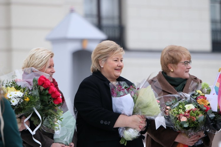 Siv Jensen, Erna Solberg og Trine Skei Grande på Slottsplassen i januar 2019. Foto: Kaja Schill Godager, Landbruks- og matdepartementet CC.BY.NC.