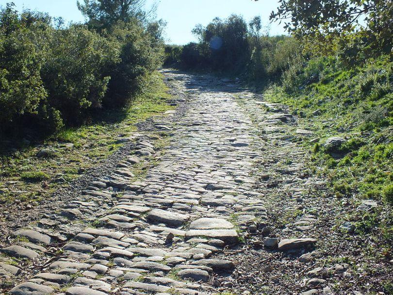 Veien til Ambrussum i Frankrike. Foto: Clem Rutter CC.BY.