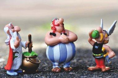 Miraclix, Obelix og Asterix fra den franske tegneserien Asterix. Serien består så langt av over 40 hefter, en TV-serie og nesten 20 filmer. I tillegg finnes det en fornøyelsespark basert på serien.