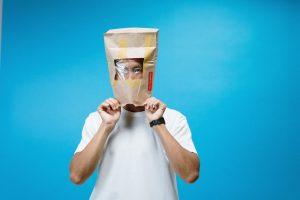 Hjemmelaget gassmaske av papirpose