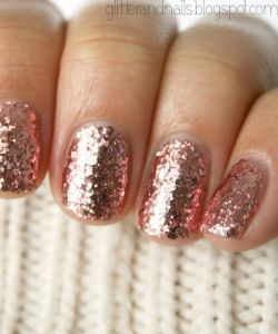 shimmer and gold nails glitter holiday fashion beauty liberata dolce winter trends 2016