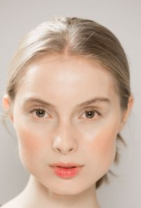monochromatic peach spring summer 2017 beauty makeup trend
