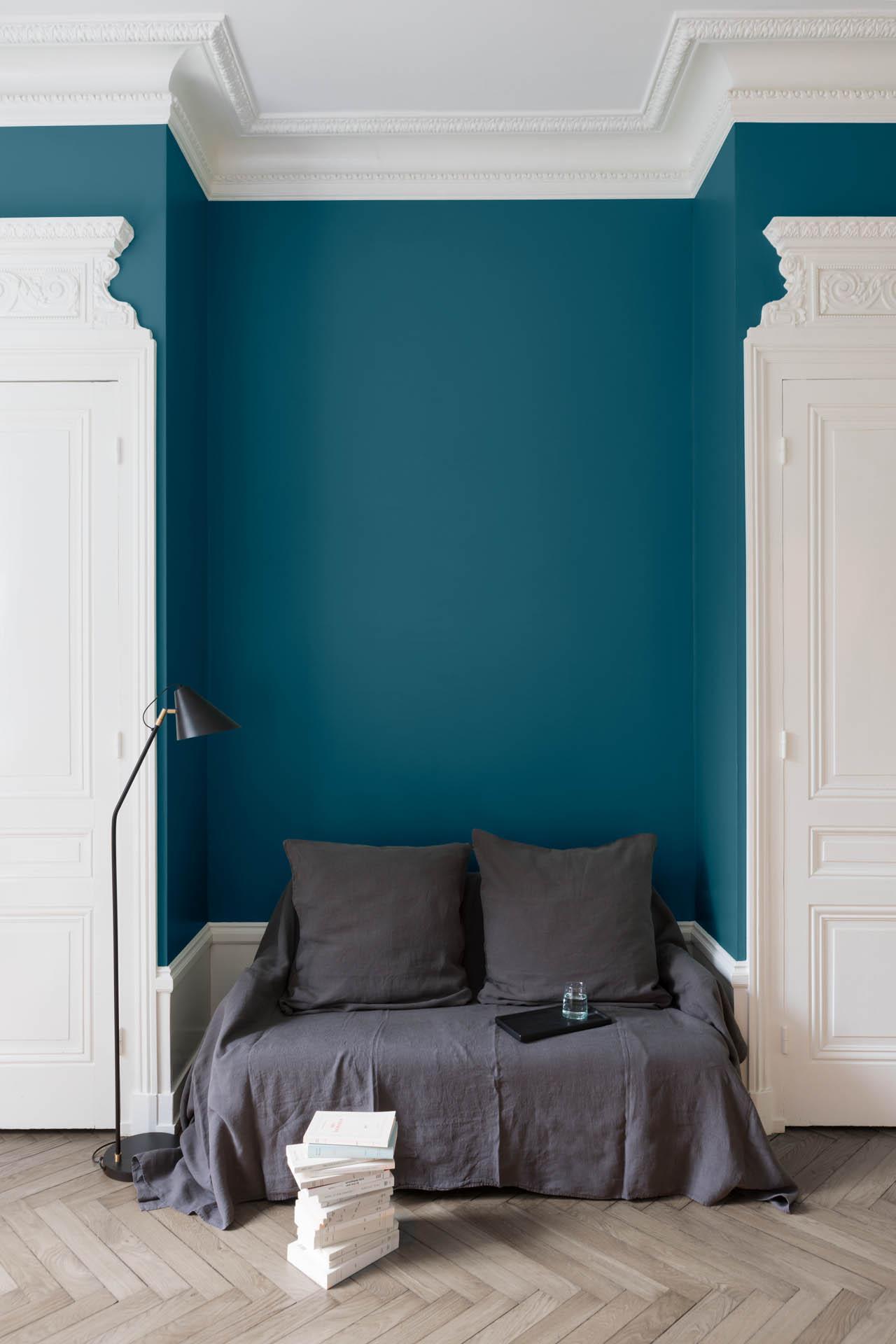 velours de peinture couleur bleu paon