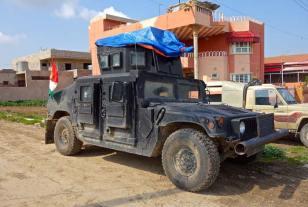 """Le """"stravaganze"""" della guerra... Un Hummer americano donato alle forze armate irachene, sequestrato prima da Isis ed in seguito confiscato ad Isis dai combattenti peshmerga."""