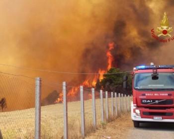 vigili-del-fuoco-incendio-boschi