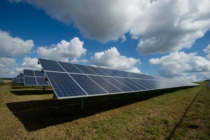 Brasil bate recorde em geração de energia solar; 411 mil sistemas solares fotovoltaicos instalados