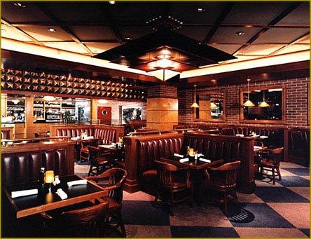 Houstons Restaurant  Garden City  American  Long