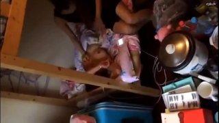 Girls dormitory - nilamas ang kaibigan na natutulog