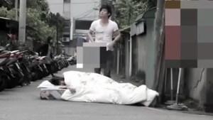 Naglatag ng Higaan sa Daanan - Kantot parin kahit may mga Taong Dumadaan