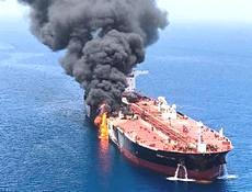 Petroliera bombardata