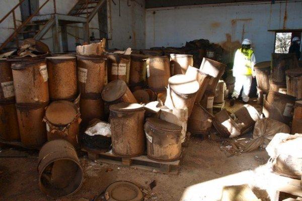 Fábrica abandonada de Inquinosa en Sabiñánigo. Foto de Jesús Fernández
