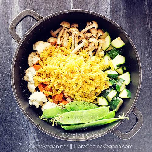 Verduras con pasta, preparación. Receta fácil y rápida - LibroCocinaVegana.com
