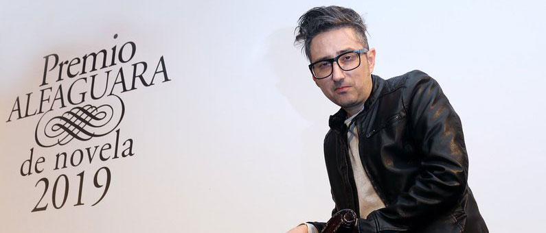 Patricio Pron logra el Premio Alfaguara con 'Mañana tendremos otros nombres'