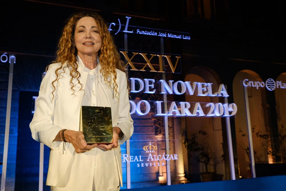 Ángela Becerra, Premio Fernando Lara de Novela con 'Algún día hoy'