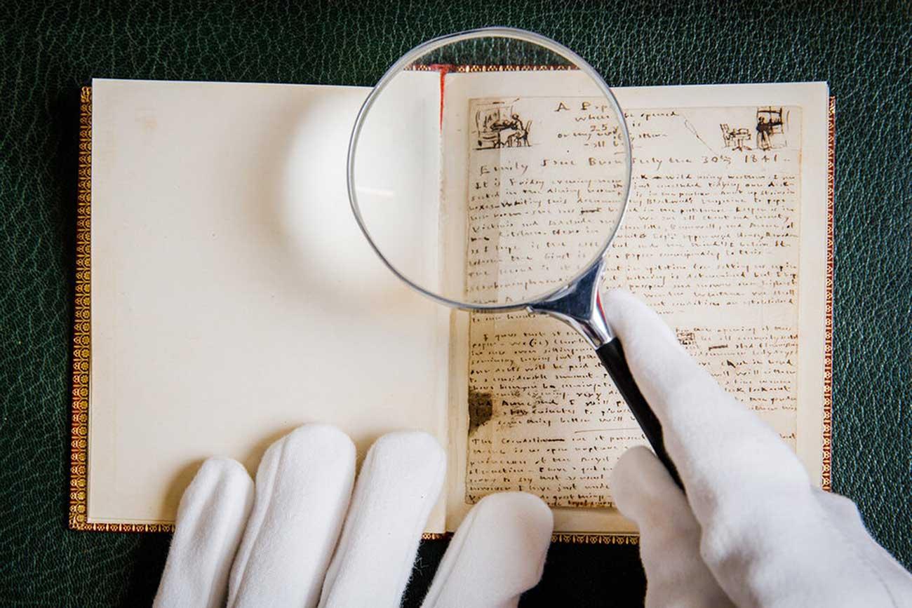 Reaparece y sale a subasta una biblioteca perdida de la familia Brontë, con un raro poemario manuscrito por Emily como estrella de la colección