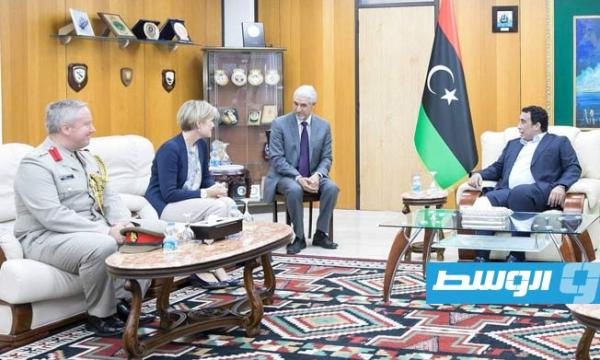 المنفى يبحث مع السفير البريطاني سبل تطوير علاقات التعاون بين البلدين