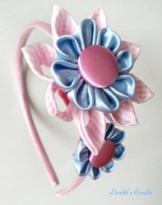 Diadema kanzashi doble flor rosa celeste