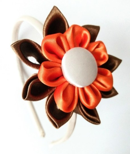 diadema kanzashi marrón y naranja