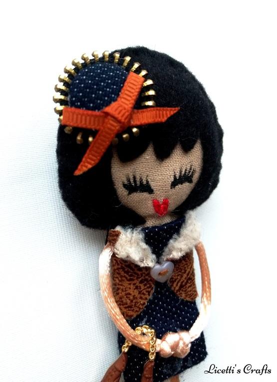 Detalle muñeca fieltro Olivia