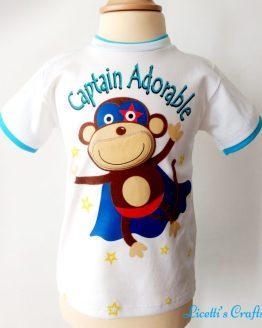 Camiseta en algodón pima con diseño de mono superheroe en relieve