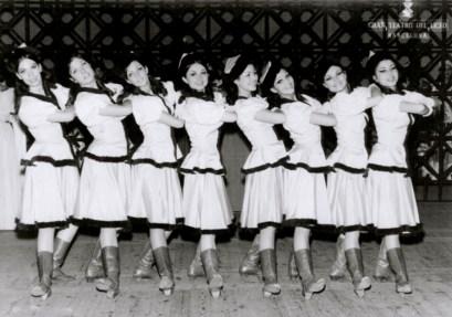 1969-01-12-UNA VIDA POR EL ZAR-R. Ripoll, I. Junyent, M. Casellas, M. Roca, G. Comorera, B, Albareda, A.M. Sarramagna, Margarita Sales