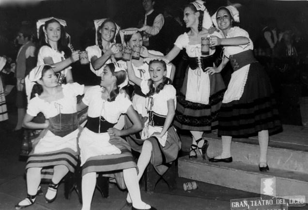 1969-12-23-OTELLO-Glòria Garay, Maite Casellas, Teresa Comorera, Berta Albareda, Hermínia Espejo, Anna Maria Sala, Marta Sala i Rosa Marsiñach