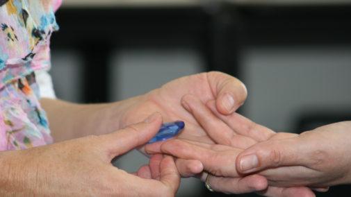 1503_041 Kristalmassage hand binnenz 9