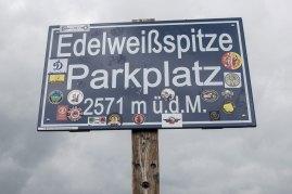 Überfüllter Parkplatz der Edelweißspitze auf 2571 m