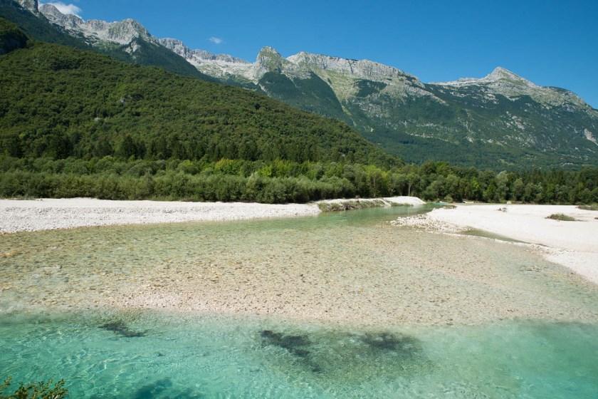 Der schönste Fluss Sloweniens, die smaragdgrüne Soča vor dem Kanin-Gebirge