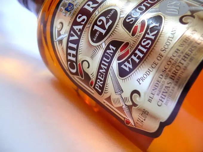 Vierten 18.000 litros de Whisky Chivas al río Leven.