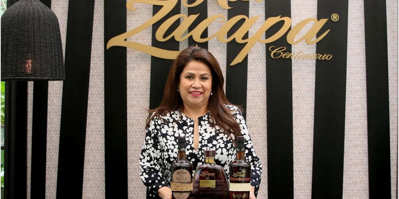 Lorena Vásquez prepara hoy una edición de Ron Zacapa 23