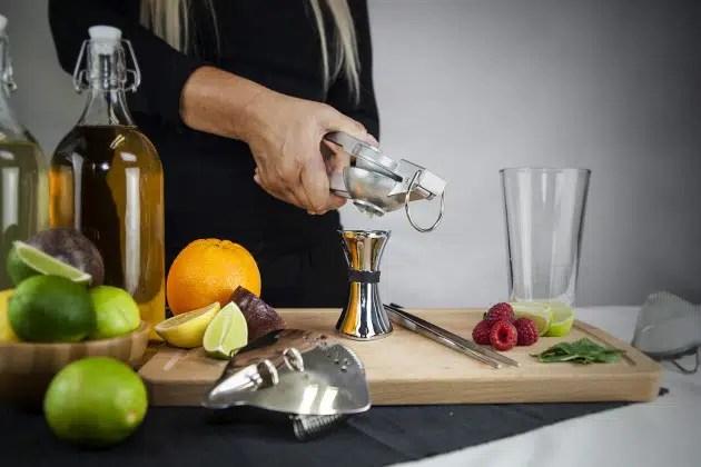 La coctelería para principiantes: 16 herramientas de un bartender