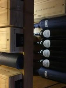 Robo de botellas de vino tinto raro y caro