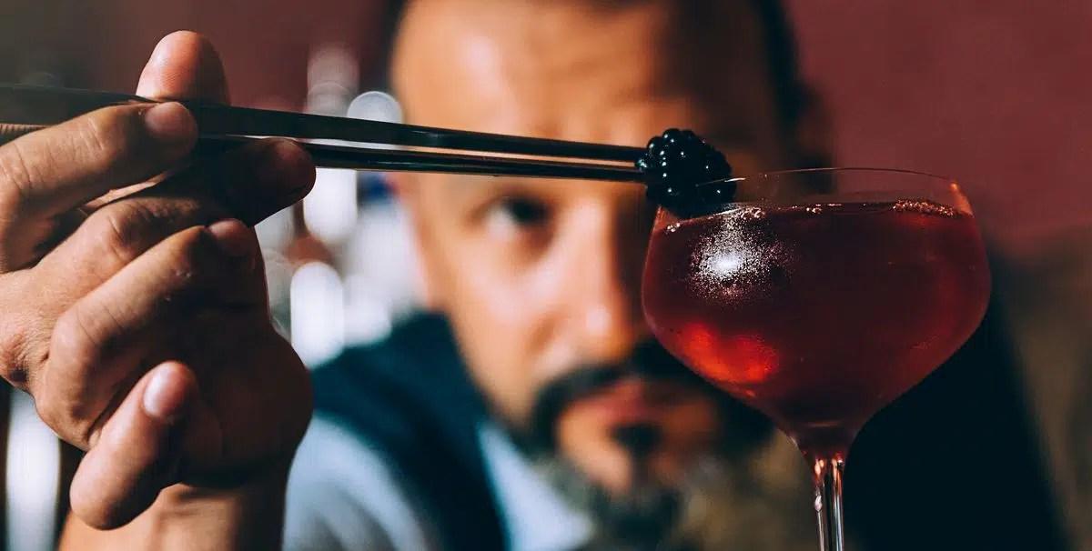 El coctel es una bebida llena de magia desde su nacimiento