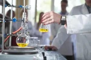 Destilación de alcohol