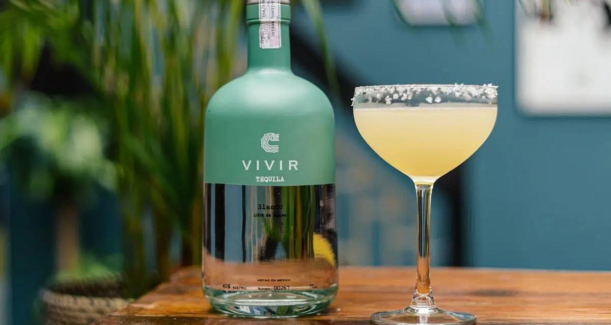 Tequila Vivir: 100% agave spirit y agua de manantial volcánico