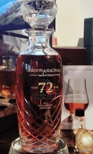 Raro whisky escocés de 72 años.