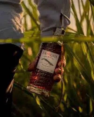 El diseño de la botella del ron Eminente