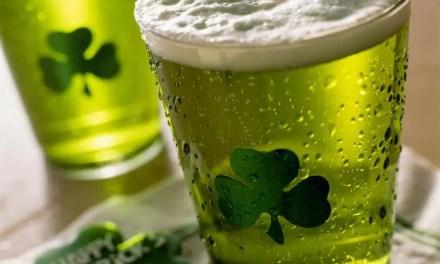 Cerveza verde para celebrar este 17 de marzo, Día de San Patricio